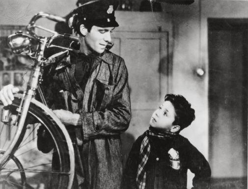 BICYCLE THIEF - Film director: DE SICA, VITTORIO - Year: 1948 - Stars: MAGIORANI, LAMBERTO; STAIOLA, ENZO PDS/ENIC / Album / Universal Images Group